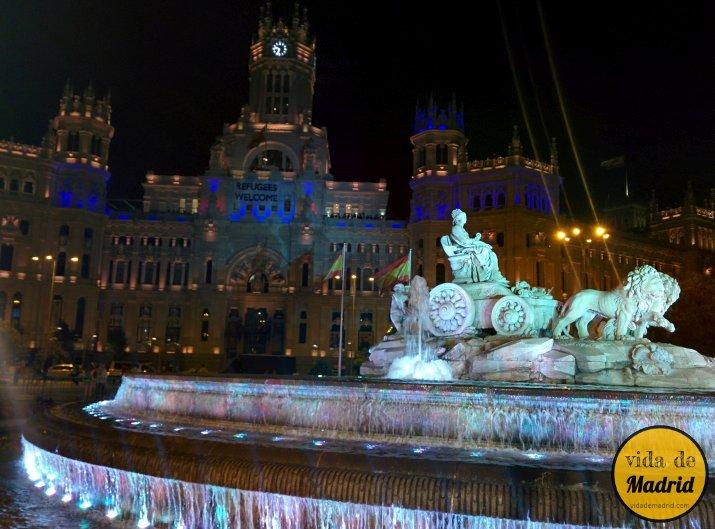 La Vuelta Al Mundo En 10 Símbolos: Cibeles: Fotos Nocturnas De La Plaza Y La Fuente De Madrid