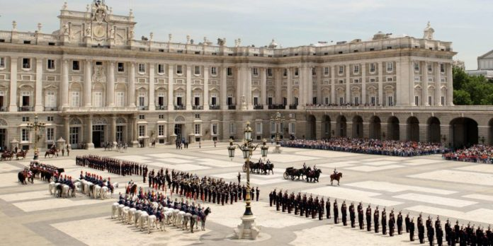 Cambio de guardia del Palacio Real de Madrid 2020
