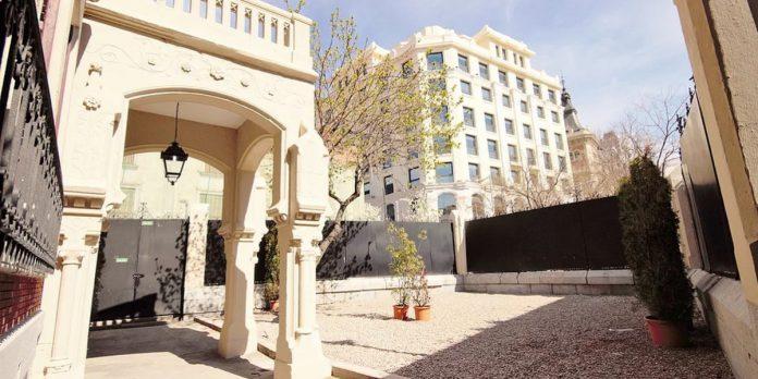 Palacio Santa Bárbara abre nueva edición Mercado Encanto